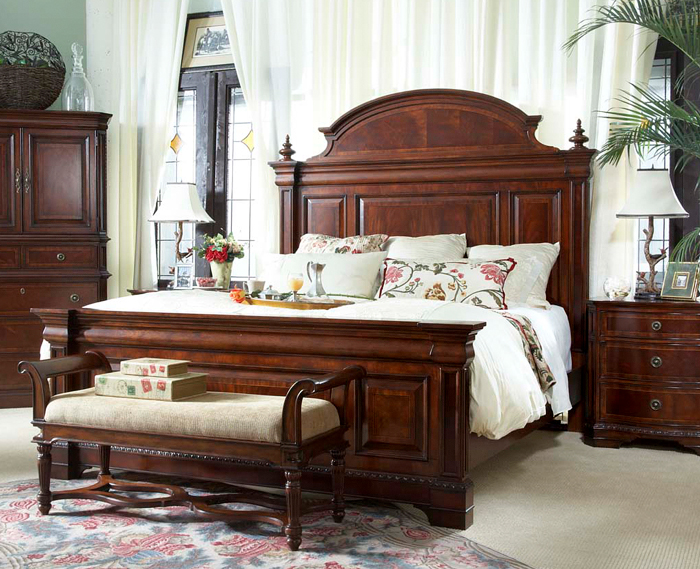 Antebellum traditional bedroom